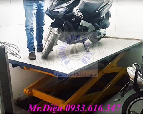 bàn nâng thủy lực xe máy