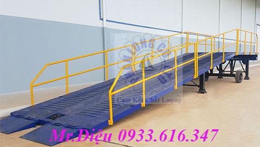 Cau container, container loading ramp