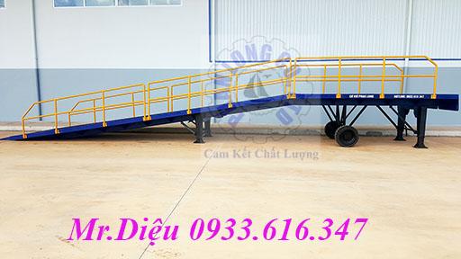 Cau dan len container, container loading ramp